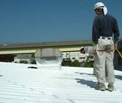 折板鋼板・工場屋根にCC100を塗布・・・