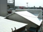 コロニアル屋根にローラー塗り