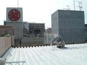 遮熱・断熱による室内環境改善。 ケレン、CC100をハケ・ロ-ラ-で施工